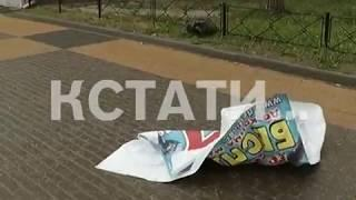 Сорванная крыша в Кремле, перевернутые автомобили и рухнувшие стены - последствия урагана в городе