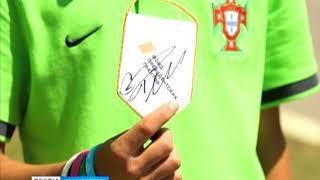 """Юные футболисты из клуба """"Тотем"""" подарили футболку Криштиану Роналду"""
