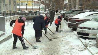 Заснеженные выходные  Коммунальщики Саранска активно разгребают последствия метели и снегопада
