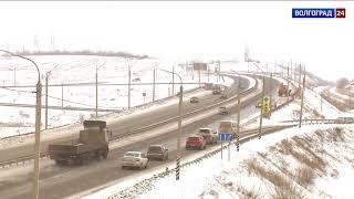 На дорогах Волгоградской области идет снегоуборка