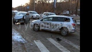 Универсал автолюбительницы опрокинулся после ДТП на бульваре в Хабаровске.  Mestoprotv