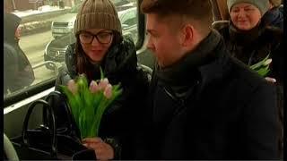 """""""Вышел"""" из телевизора и поехал на трамвае. Ведущий 31 канала поздравил челябинок с 8 марта"""