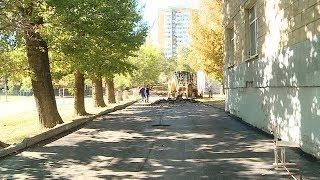 В Краснооктябрьском районе обновляют пришкольную территорию гимназии № 14