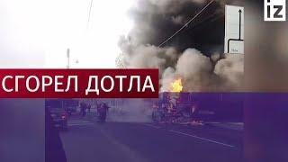 В Санкт-Петербурге после аварии сгорел автобус