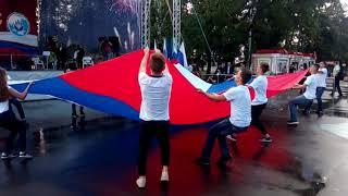 В Хабаровске с трудом развернули огромный флаг 22 августа 2018