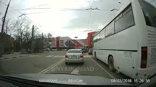 В Новороссийске таксист сбил двух девчонок