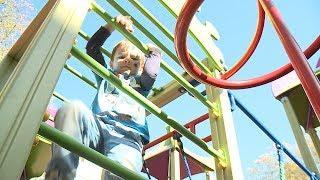 Новую детскую площадку по соседству с уличными тренажерами установили в одном из дворов Ставрополя.