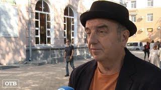 Город может: екатеринбуржцы благоустроили тротуар на проспекте Ленина