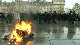 """Лицеисты """"поджигают"""" Францию"""