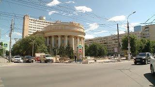 В центре Волгограда полностью обновляют тротуары