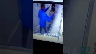 В Барнауле мужчина напал на девушку в лифте