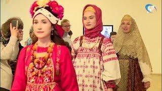 В музее изобразительных искусств прошел необычный показ мод из глубины веков