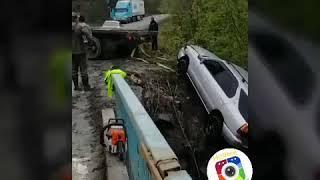 В Приморье автомобиль упал с моста