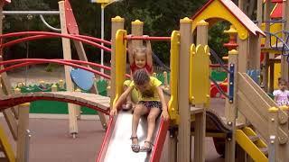 В Саратове на детские площадки пришли прокуроры