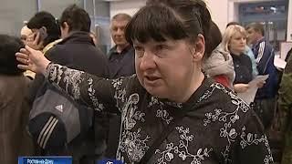 На вокзале Ростов-Главный собралась внушительная очередь - люди спешат сдать или обменять билеты