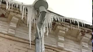 Ледяная глыба упала с крыши на ребенка в Угличе
