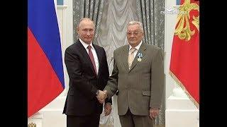 Владимир Путин вручил награду электрогазосварщику из Самары