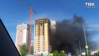 горит строящийся дом в Красноярске (видео 1)