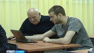 Пожилых магаданцев обучают компьютерной грамотности