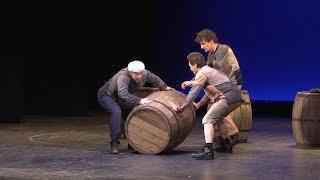 В драматическом театре новая постановка- комедия  «Кьоджинские перепалки»