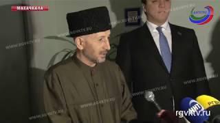 Проголосовать за одного из кандидатов пришел и муфтий республики, Ахмад-Хаджи Абдулаев