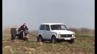 Пьяного водителя «Муравья», застрявшего в поле, пришлось вытаскивать ставропольским инспекторам