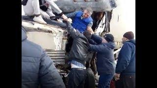 В Дмитровском районе Подмосковья в результате аварии кабину фуры смяло как консервную банку