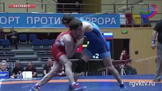 В Каспийске стартовал международный турнир по греко-римской борьбе среди юниоров