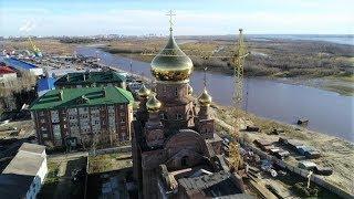 В Сургутском районе на новом храме установили купола