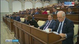Глава Барнаула Сергей Дугин отчитался перед депутатами и общественниками