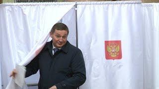 Губернатор Волгоградской области проголосовал с утра пораньше
