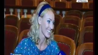 На сцене Астраханского драматического театра пошёл ливень