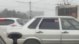 Неработающий светофор застопорил движение в Ставрополе