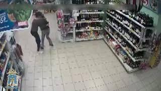 Пьяные дамы крадут алкоголь из супермаркета в Железноводске