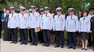 Новгородские полицейские принимают поздравления с 300-летием ведомства