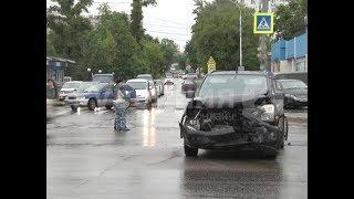 В спорное ДТП попали хабаровская автолюбительница и таксист. Mestoprotv
