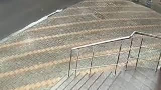 Мужчина сломал шлагбаум на парковке в Ставрополе
