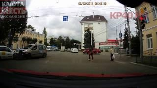 """Столкновение машин ТК """"Ника ТВ"""" и Яндекс.Такси"""