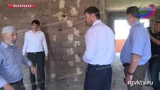 Специалисты Минстроя и Центра сейсмобезопасности проверили две новостройки в Махачкале